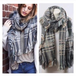 Accessories - Gray plaid blanket scarf